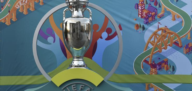 EURO2020_Trophy.jpg